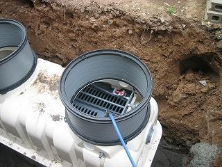 水道水を入れ、動かないようにする。
